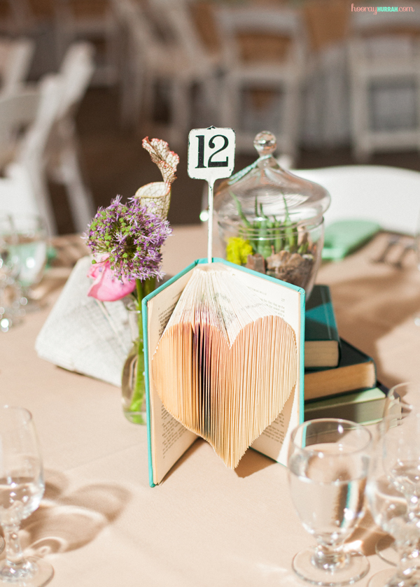 folded-books-diy-wedding-decor-heart-centerpiece-2