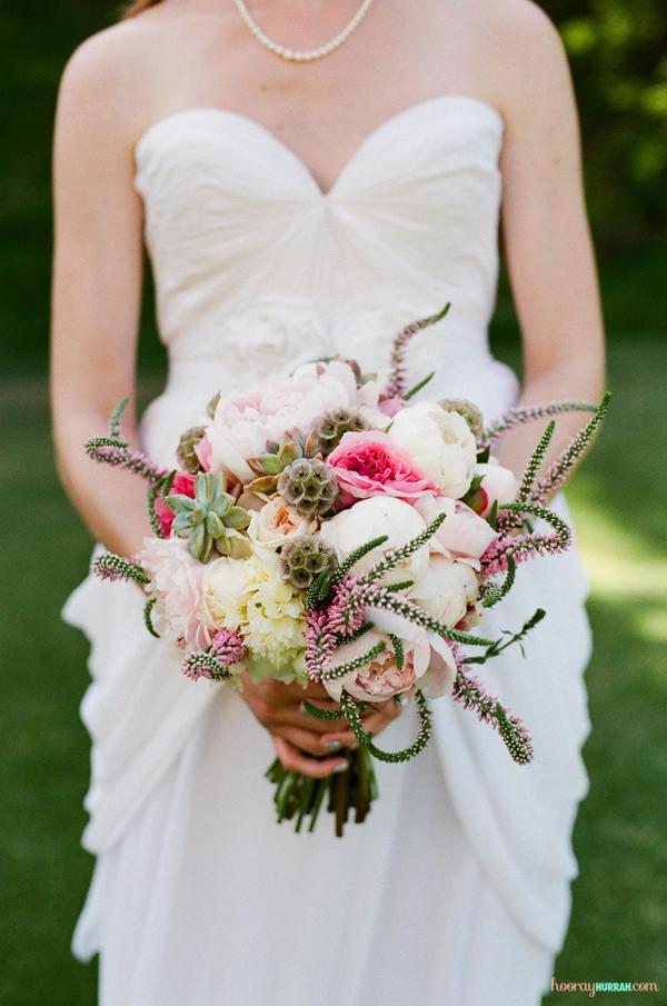bouquet-wedding-peonies-roses