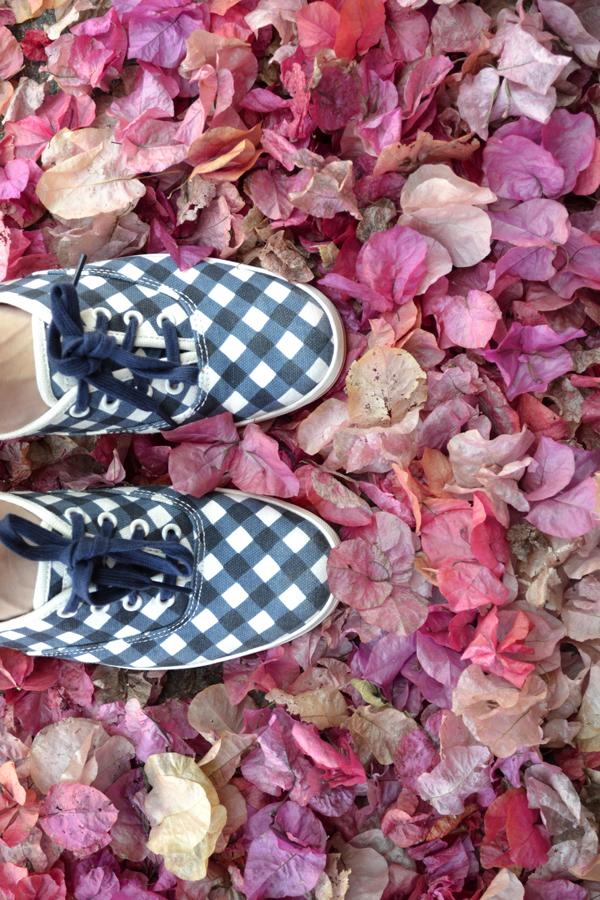 kate-spade-keds-gingham-sneakers