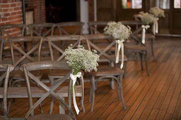 flowers-aisle-chairs-baby's-breath