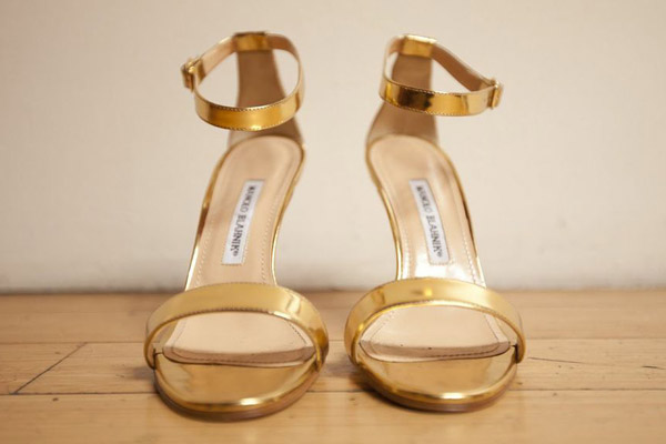 manolo-blahnik-gold-heels-wedding